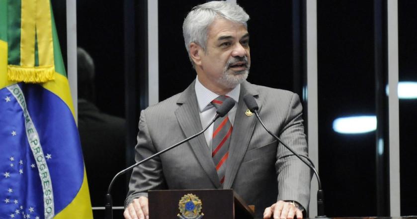"""Humberto: """"Vocês que defendem esse golpe terão de conviver com a vergonha de firmar aliança com o facínora do Eduardo Cunha e o conspirador Michel Temer"""""""