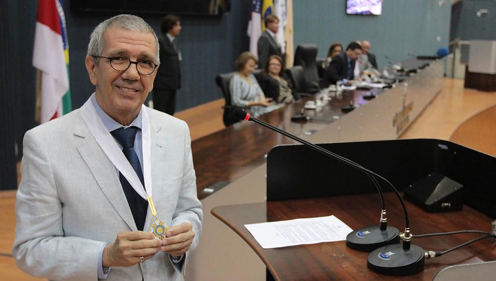 Artista Rui Machado recebe condecoração em Sessão Solene na Câmara nesta sexta-feira (17) - FOTO: Tiago Corrêa - DIRCOM/CMM