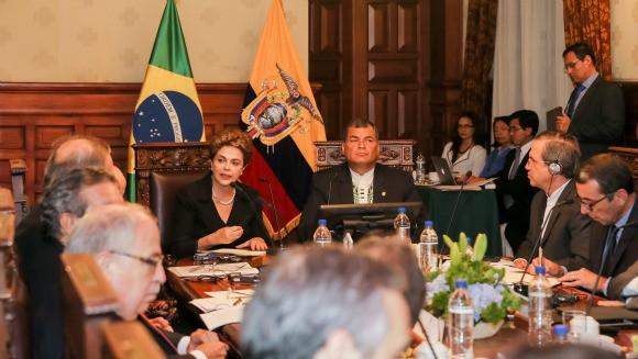 Em encontro com o presidente equatoriano, a presidenta classificou como estratégicas as relações bilaterais e a cooperação entre o país e o Brasil.