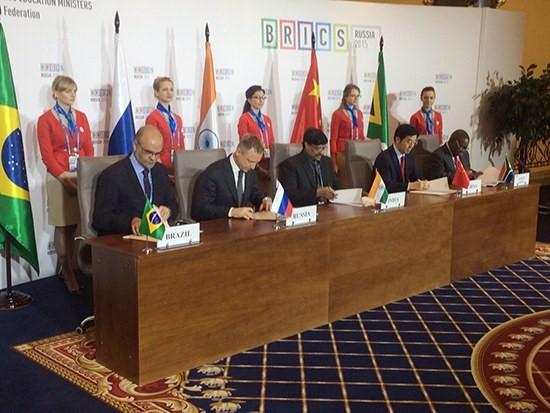 A criação da Universidade em Rede foi formalizada em 18 de novembro, na capital russa, Moscou Ministério da Educação/Divulgação