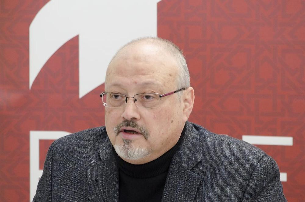 Jamal Khashoggi, jornalista crítico ao governo da Arábia Saudita, desapareceu após entrar no consulado do seu país em Istambul. Foto: Project on Middle East Democracy/April Brady (CC)