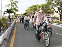 """Grupos formados são conhecidos como """"bondes"""" e para facilitar a comunicação dos ciclistas, foi criado um grupo de conversa no aplicativo para celular WhatsApp"""