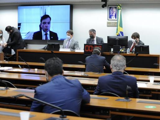 Juízes e promotores rejeitam reforma administrativa; deputados criticam férias de 60 dias