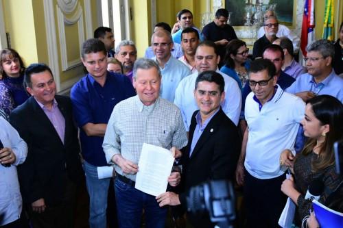 Governo e Prefeitura anunciam estudo para reduzir preço da tarifa de ônibus em Manaus