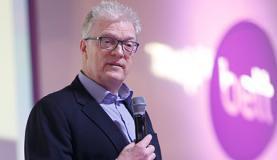 Educação deve fazer as pessoas se conectarem com seus talentos, diz Ken Robinson