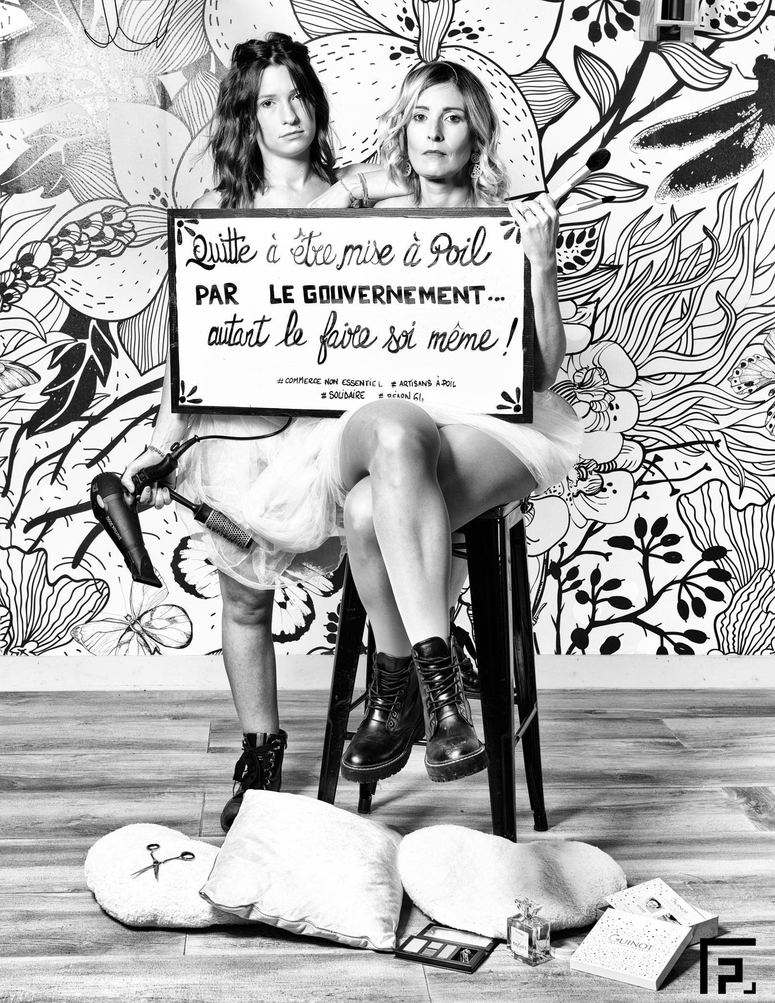 De gauche à droite Sabrina et Angeline respectivement coiffeuse et esthéticienne