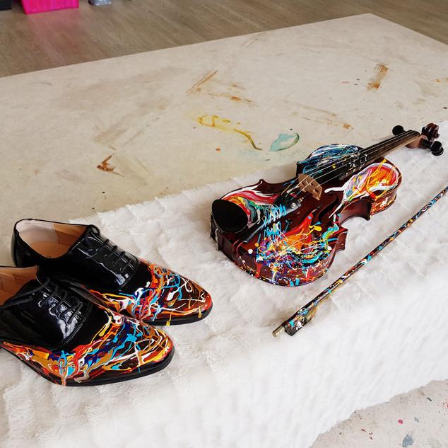 Viool en schoenen Enzo Kok