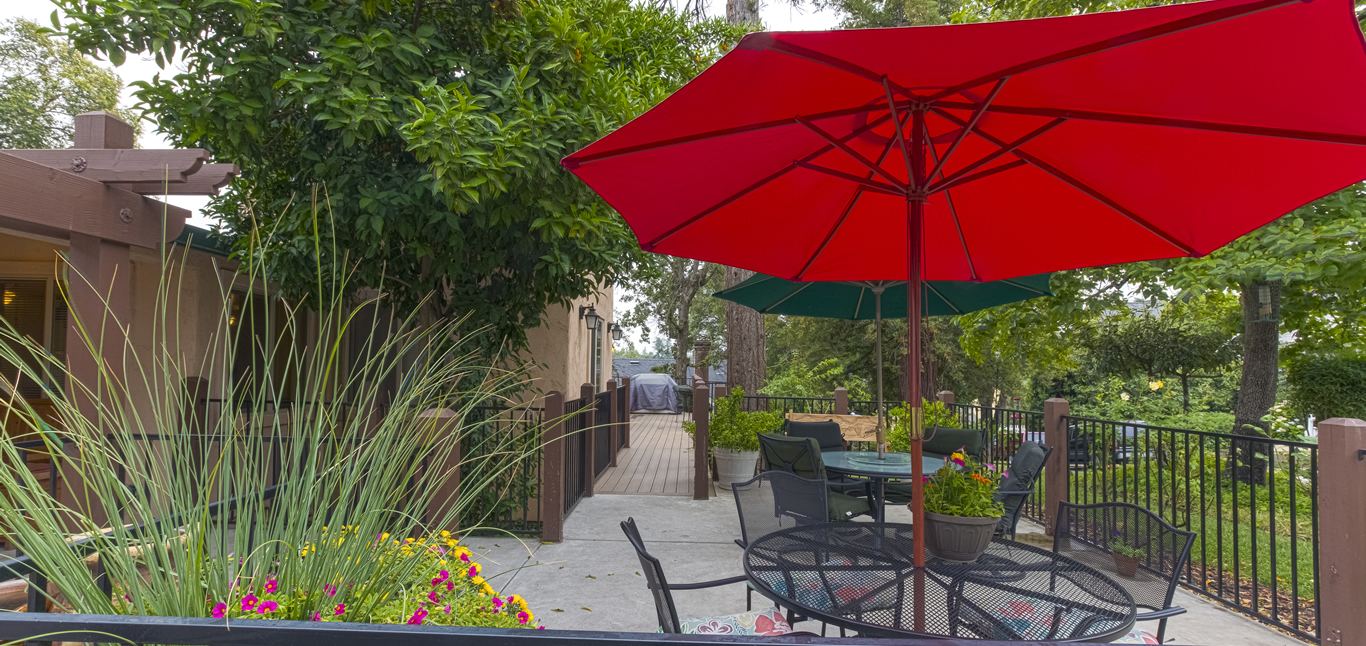 Chateau Senior Living Orangevale CA Outdoor Patio