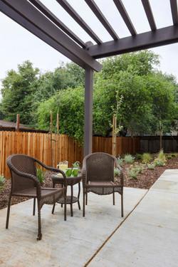Chateau Senior Living Auburn CA Outdoor seating area