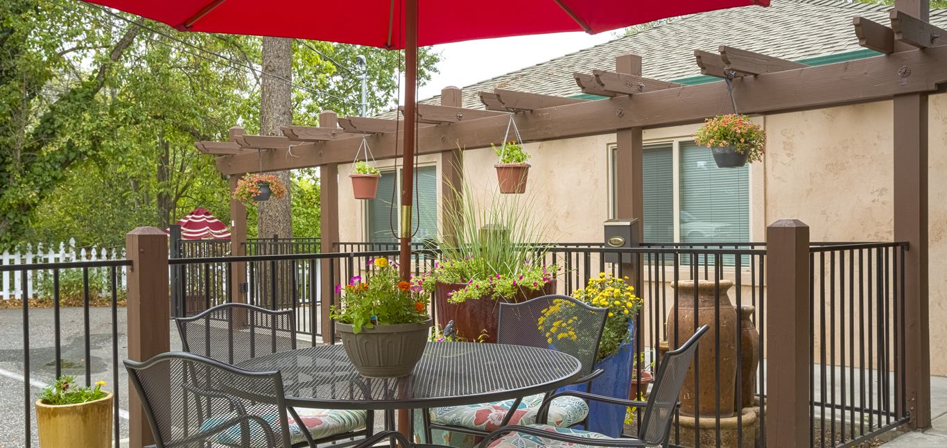 Chateau Senior Living Orangevale CA Shaded Patio