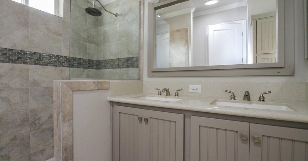 Silvercrest-Craftsman-WC-12-master-bath.