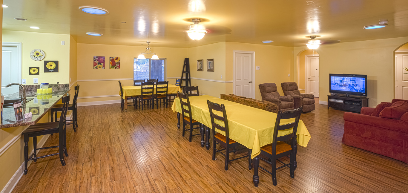 Chateau Senior Living Auburn CA Indoor Dining