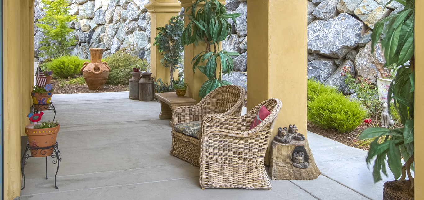 Chateau Senior Living Orangvale CA Patio
