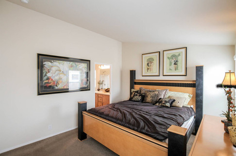 Silvercrest-Summit-SM-08-master-bedroom.