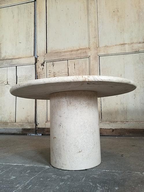 Table ronde en travertin