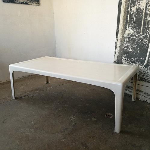 Grande table en fibre de verre des années 70