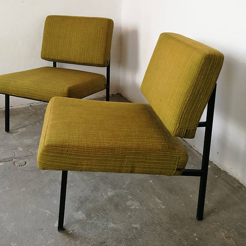 paire de fauteuils André Simard pour Airborne