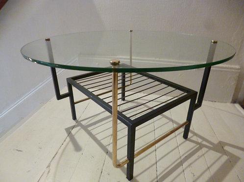 Table basse ronde en verre , laiton et métal.