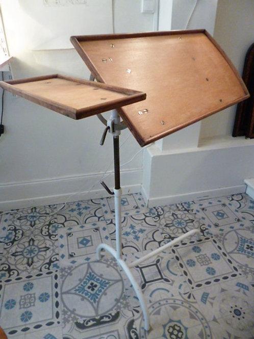 Table à système, liseuse type Caruelle