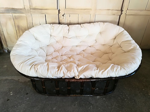 Canapé en rotin et futon