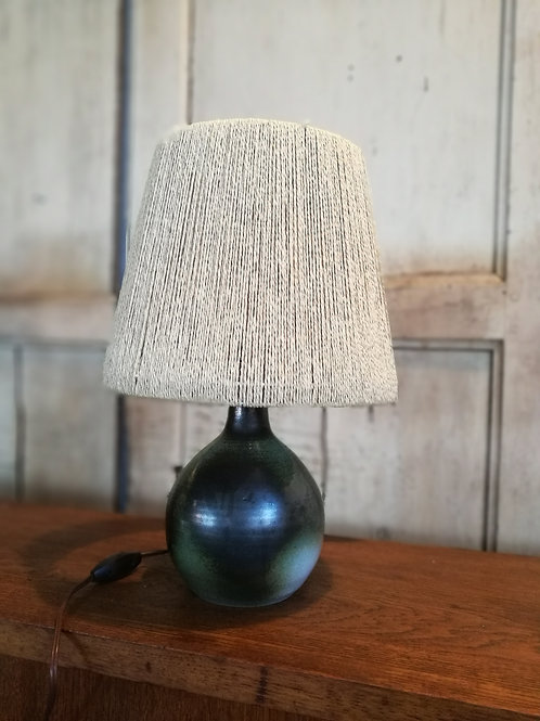 Lampe à poser céramique et raphia