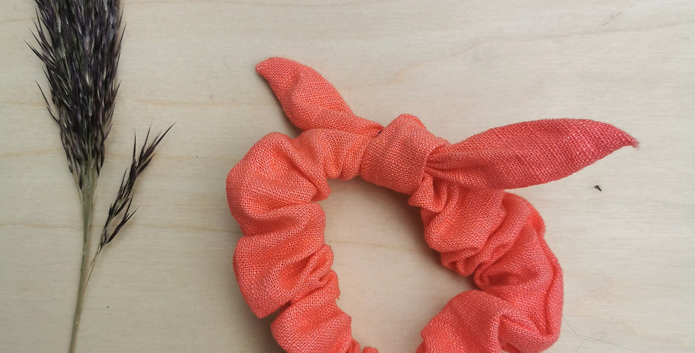 Small linen scrunchie with bow in Coral