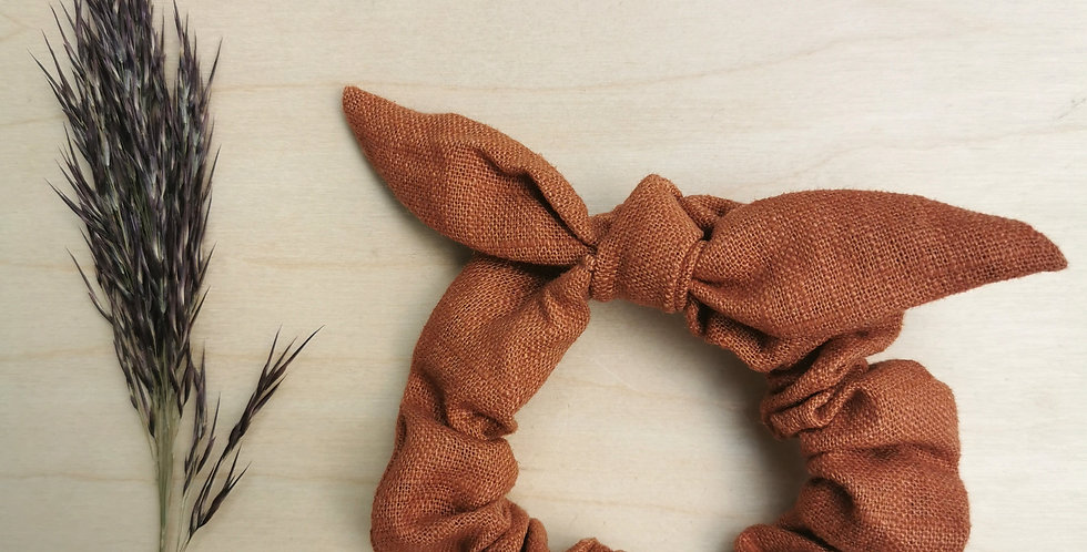 Small linen scrunchie with bow in Caramel brown