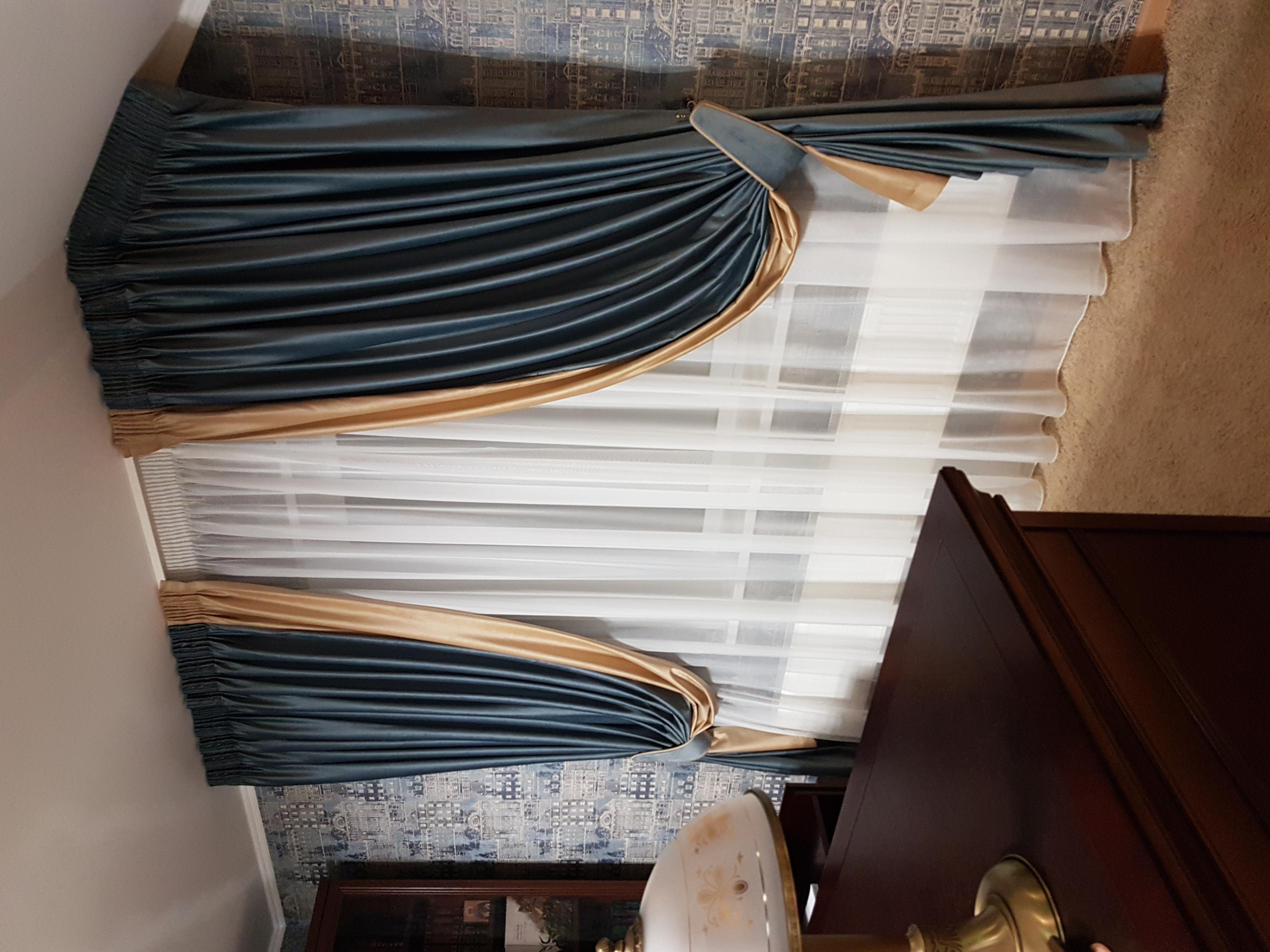 шторы в кабинет на скошенное окно