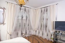 шторы на угловое окно гостиной
