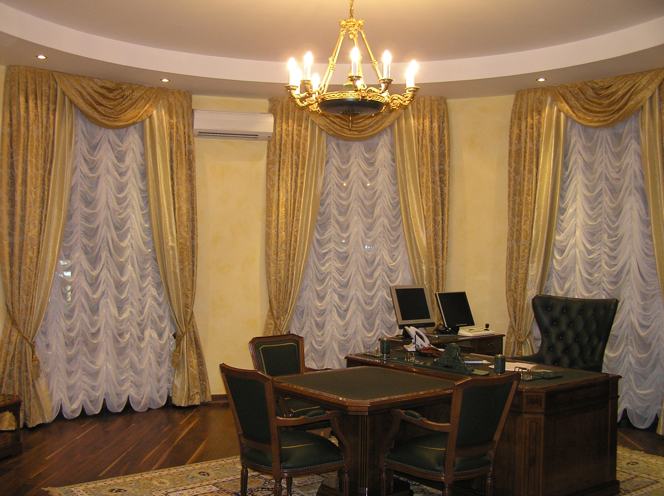 французская штора для кабинета.