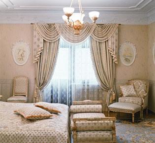 Классические шторы для спальни.