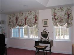 Английская штора для кабинета.