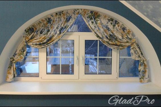 шторы на арочные окна в классическом интерьере