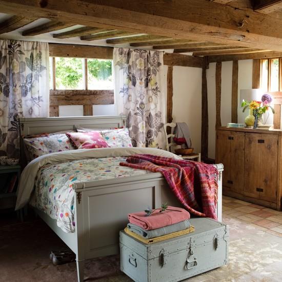 Шторы в стиле кантри для спальни.
