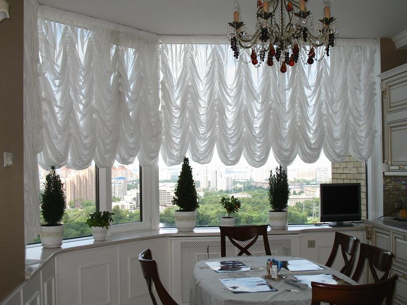 французские шторы для столовой зоны.