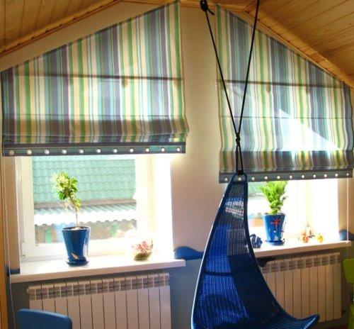 римские шторы на косые окна.