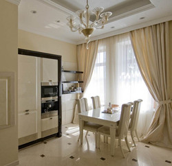 Классические шторы для кухни.