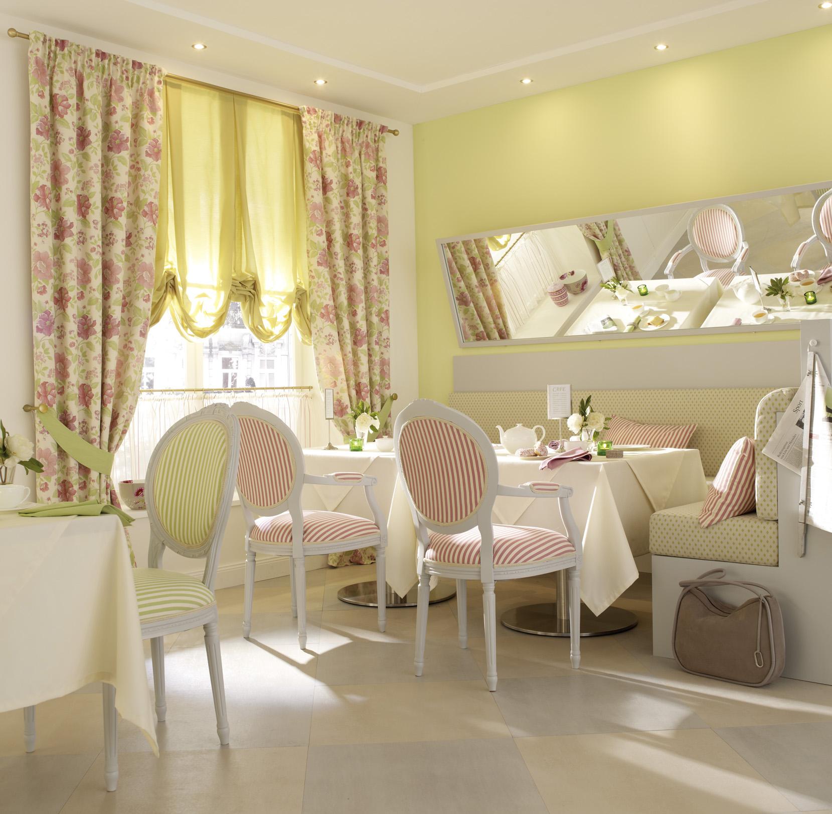 Английская штора для гостиной.
