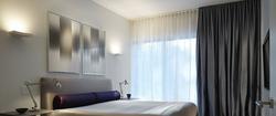 Потолочные шторы в стиле минимализм.