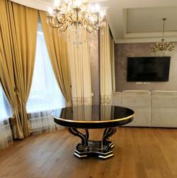 шторы для полукруглого окна в гостиной
