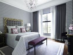 Стильные шторы для спальни.