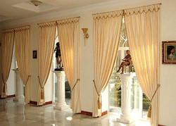 Классические шторы для гостиной.