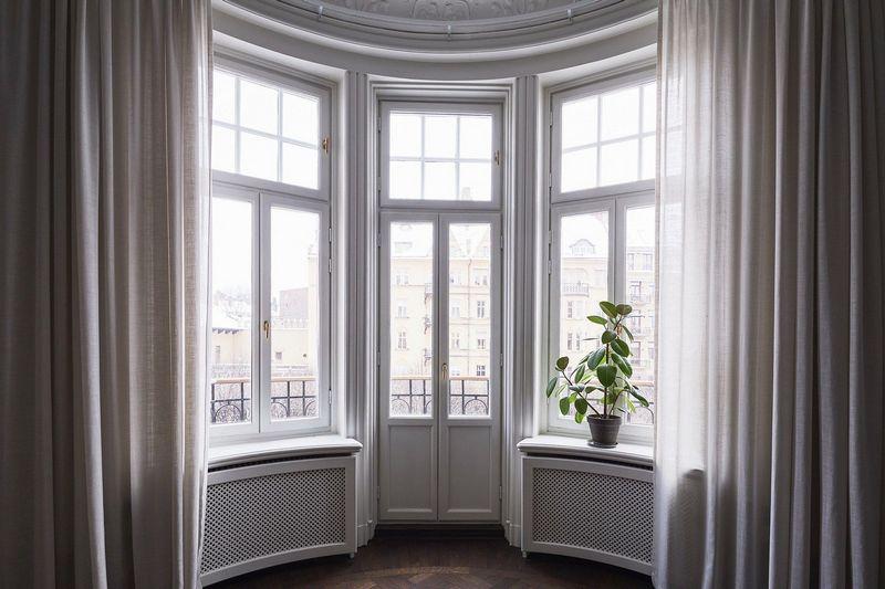 шторы на полукруглое окно в гостиной