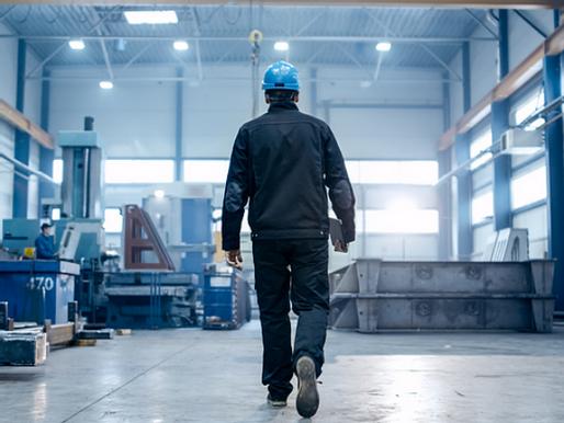 Las Fábricas Americanas están Desesperadas por Trabajadores. Es un Problema de $1 Trillón