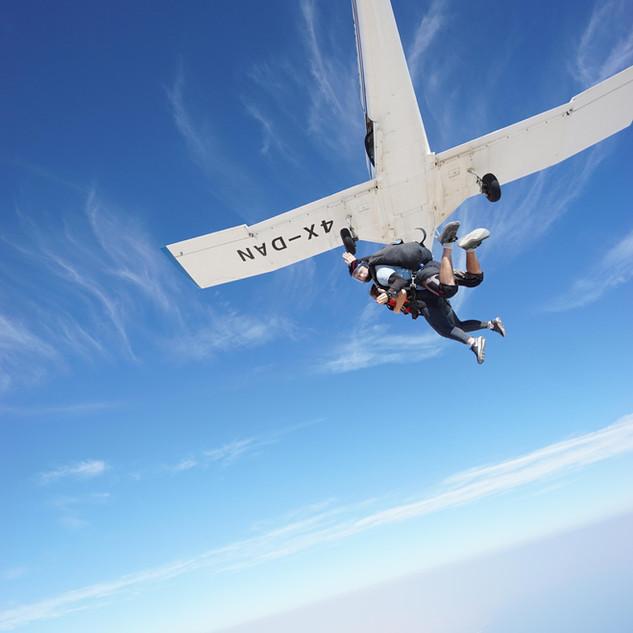 קפיצה ממטוס ים המלח