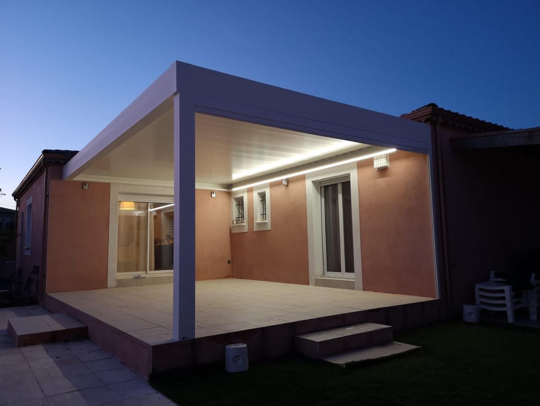 Pergola bioclimatique avec éclairage leds
