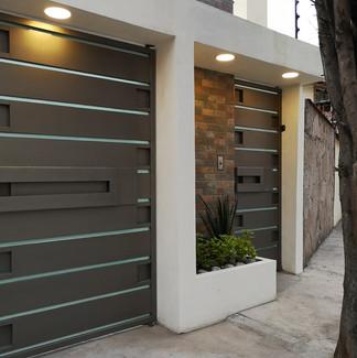 Fachada Moderna | Remodelación integral | diseño de interiores | Remodelación San Mateo