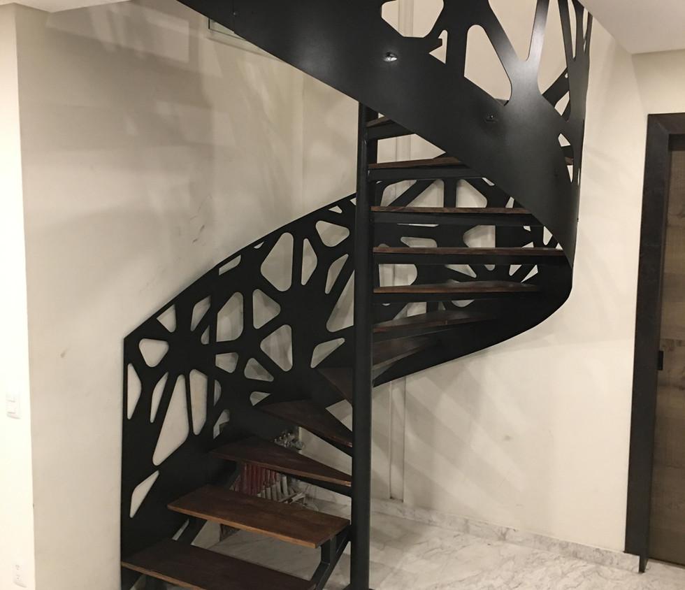 Escalera de caracol | muebles sobre diseño | bosque real