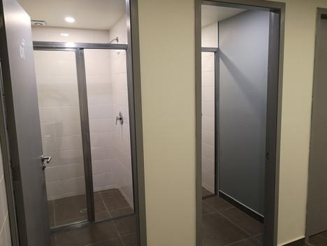 Baños institucionales   Diseño de interiores   muebles sobre diseño   Remodelación de local comercial   Arboledas.