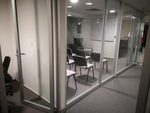 Cancel de aluminio | Diseño de interiores | Muebles sobre diseño | Remodelación de oficina Rio Sena